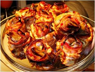 Trandafiri aperitiv din piept de pui cu ficatei si bacon 21