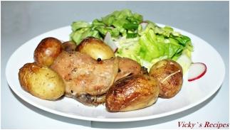 Cartofi noi cu rozmarin și pulpe de pui la cuptor