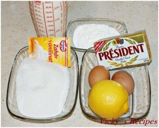 Prăjitură din foi de bezea și nucă cu cremă de lămâie