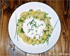 Salată de cartofi cu ceapă verde și iaurt