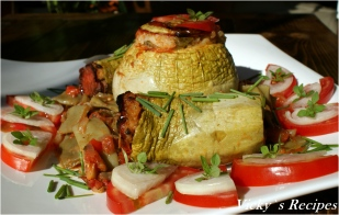 Dovlecei umpluți cu legume și orez, cu sos de fasole verde