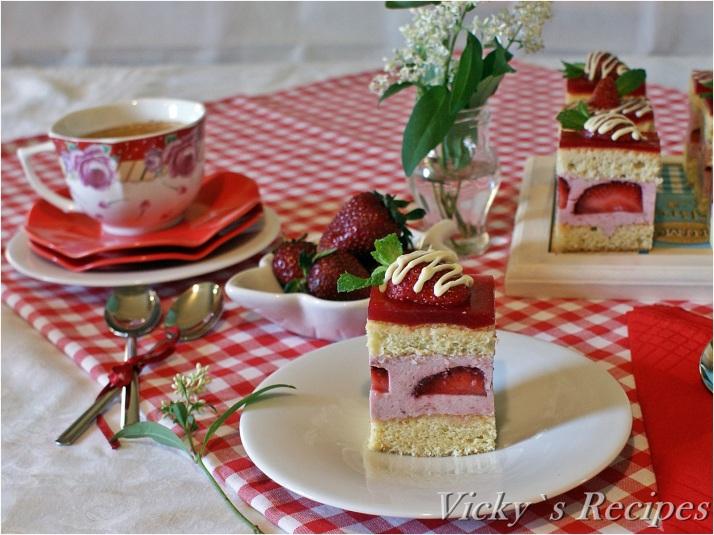 Prăjitură cu mousse de căpșuni