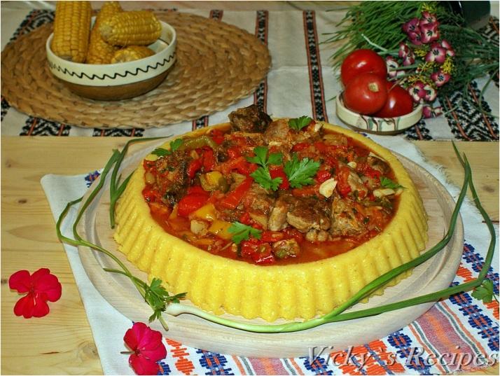 Tocăniță de ardei cu roșii și carne de vită