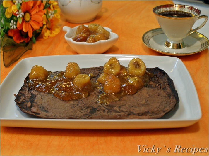 Clătite cu cacao umplute cu banane caramelizate