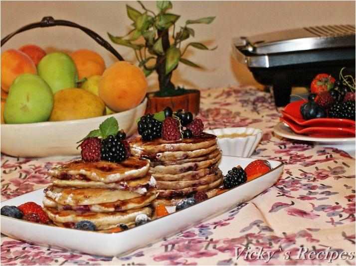 Pancakes cu iaurt, zmeură și migdale