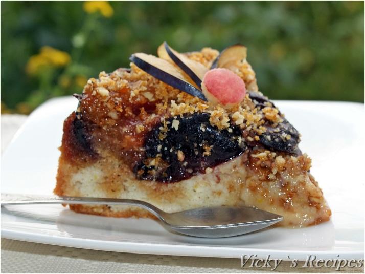 Prăjitură cu pere și prune caramelizate