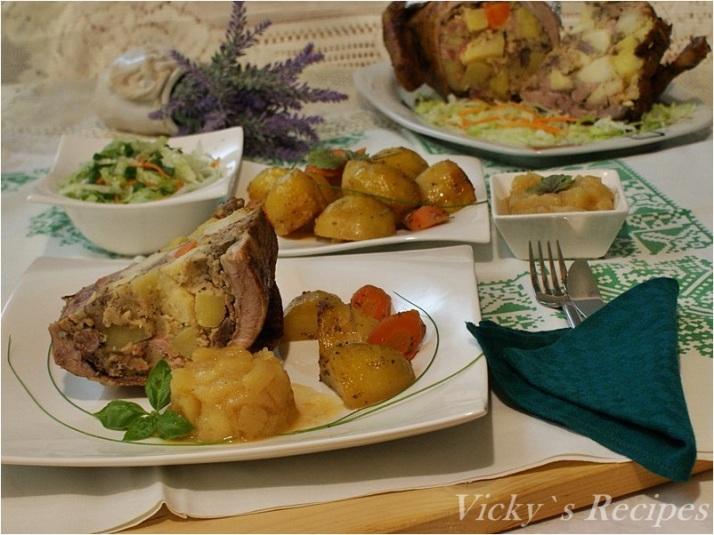 Raţă umplută cu cartofi şi mere pe pat de cartofi