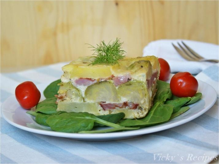 Budincă din varză de Bruxelles, cartofi și jambon